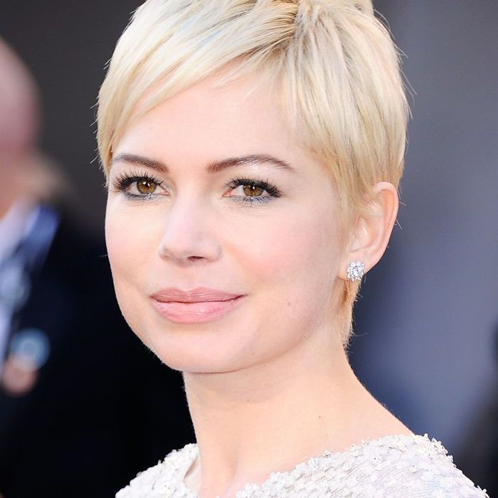 Michelle Williams at 2011 Academy Awards red carpet
