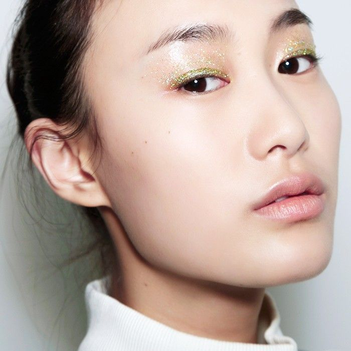 Woman wearing sparkly gold eyeshadow