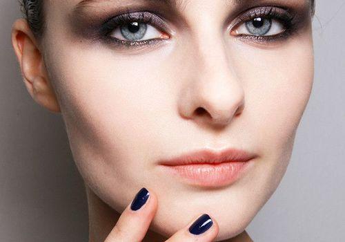 Woman wearing smoky eye makeup