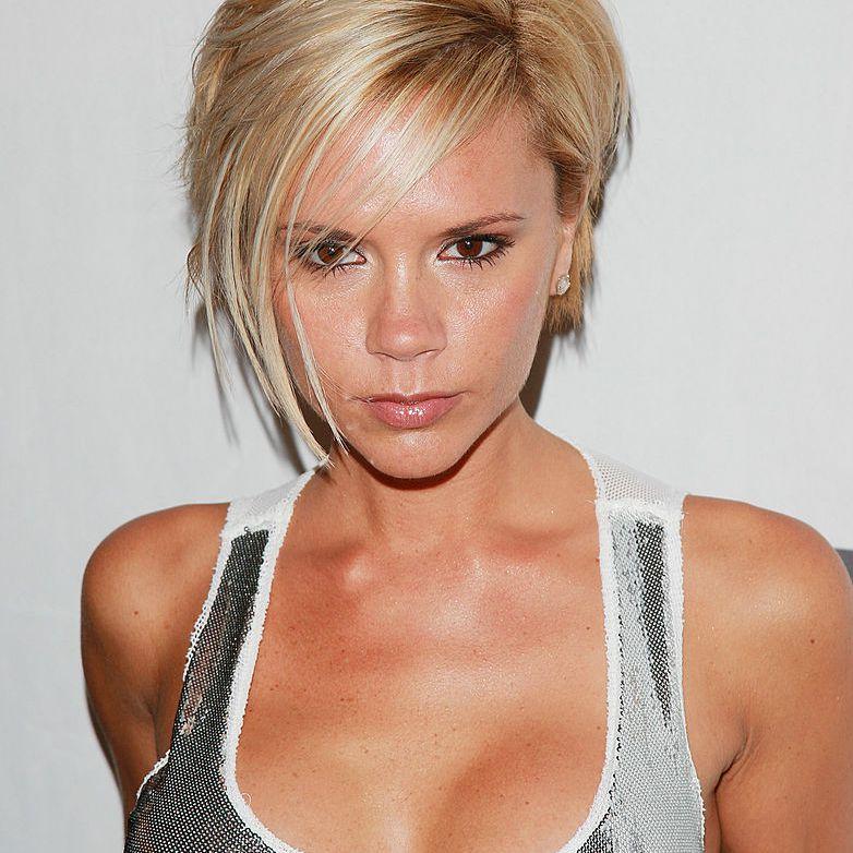 Victoria Beckham blonde choppy pixie