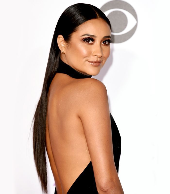 Shay Mitchell with long, sleek hair at the People's Choice Awards