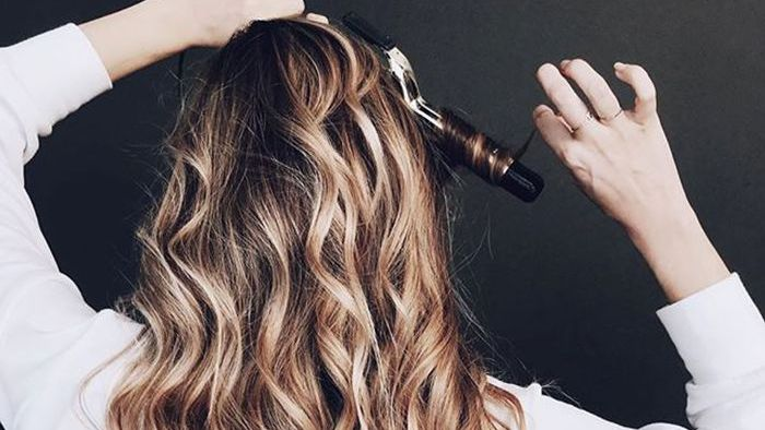 6 Hair Curling Tips to Make Your Style Last