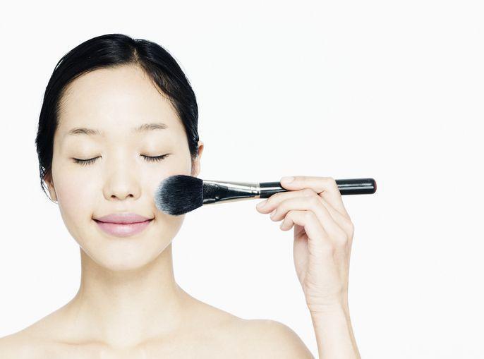 woman applying powder