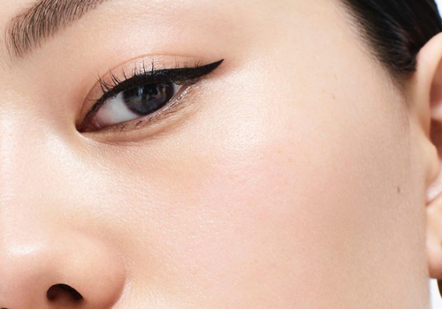 woman wearing cat eye eyeliner