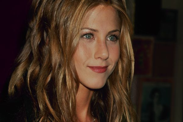 Jennifer Aniston with wavy hair in the 90's