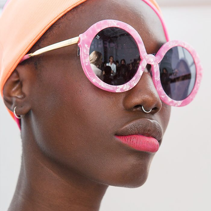 Spring Summer 2018 Beauty Trends: model with pink bottom lip
