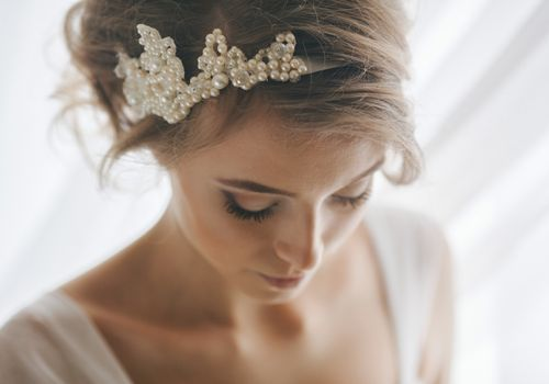 Bride with long lashes and a pearl headband