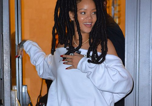 rihanna smiling with locs