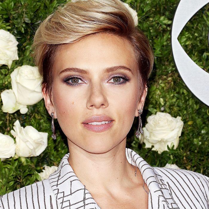 Scarlett Johansson long pixie