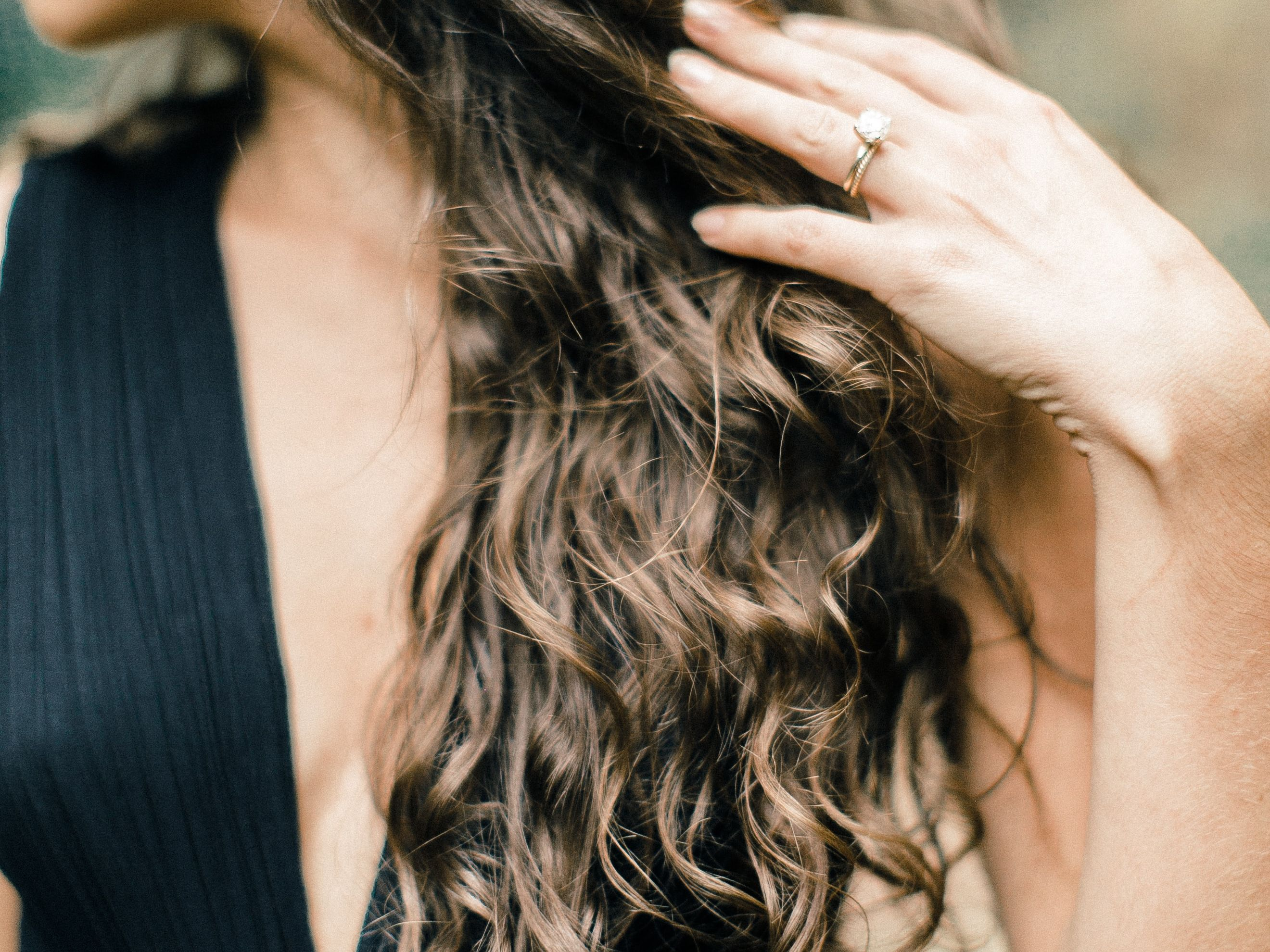 How To Make Your Own All Natural Hair Spray With Just 2 Ingredients