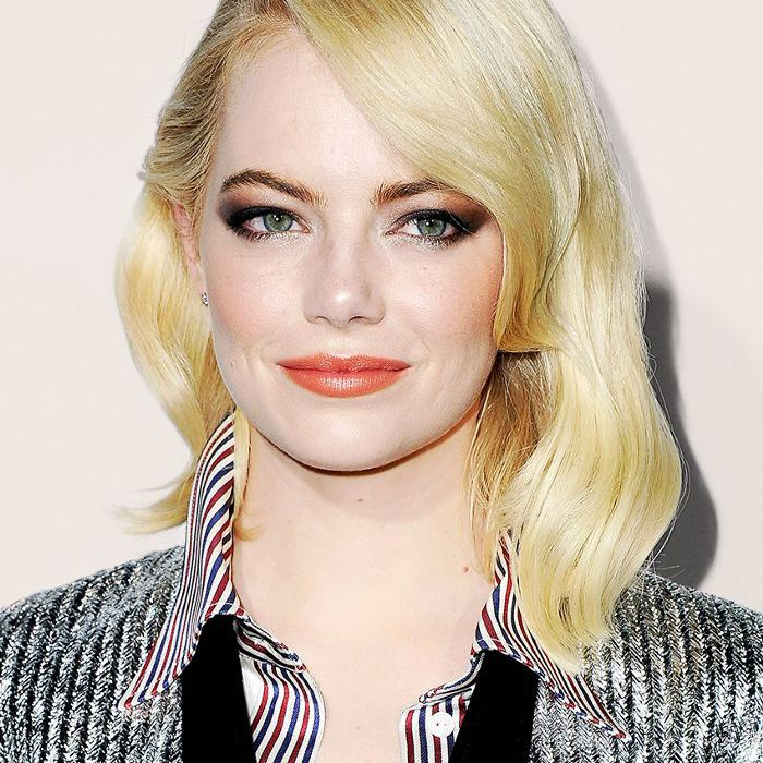 Emma Stone side-parted blonde, mid-length hair