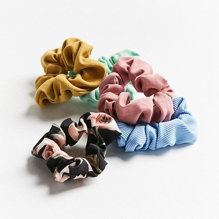 how to wear hair accessories: Urban Outfitters Days of The Week Scrunchie Set