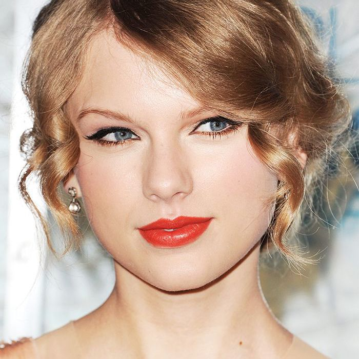 5 Taylor Swift Approved Red Lipsticks