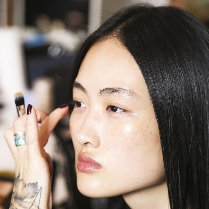 how-to-make-your-foundation-look-dewier