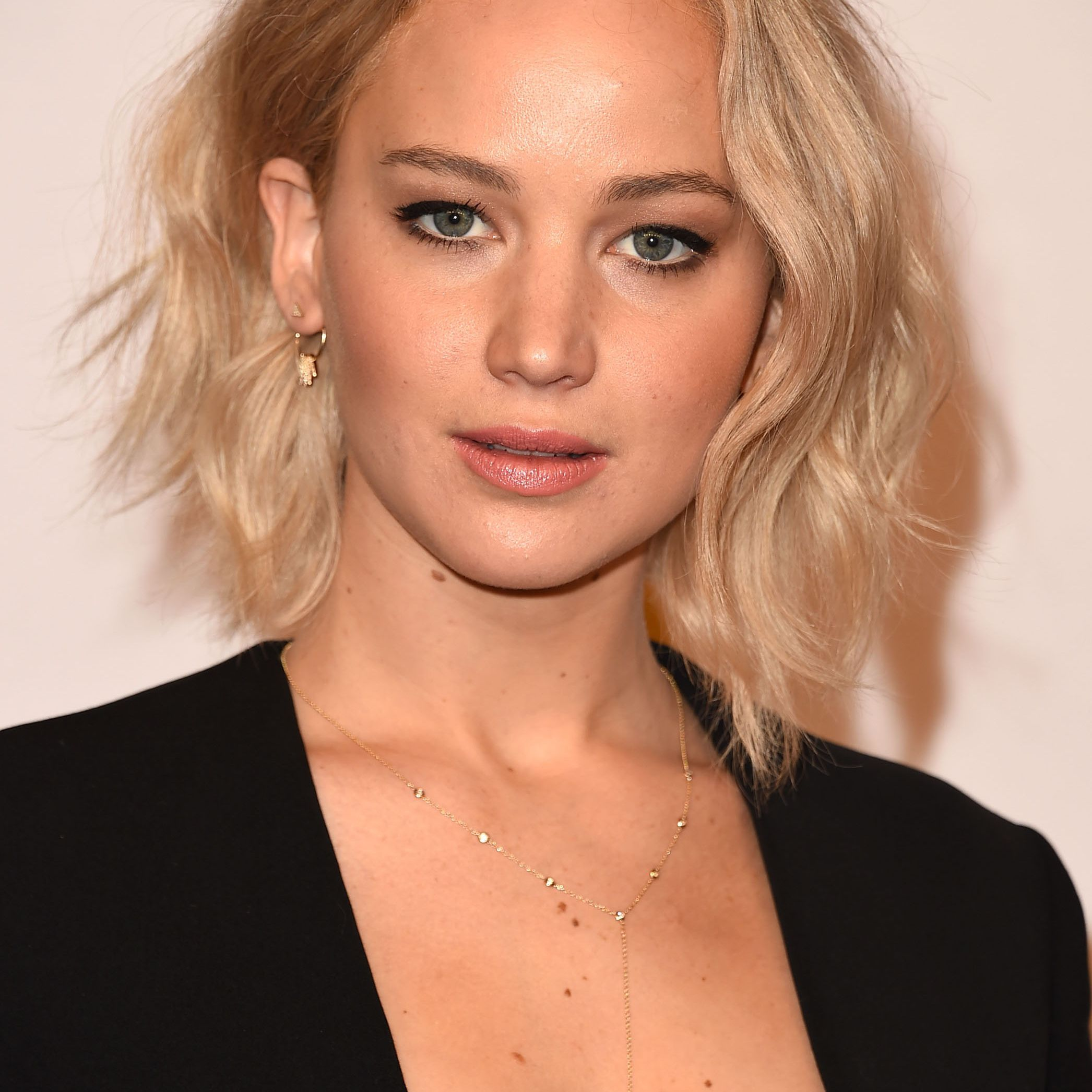 25 Flattering Short Hairstyles For Round Face Shapes