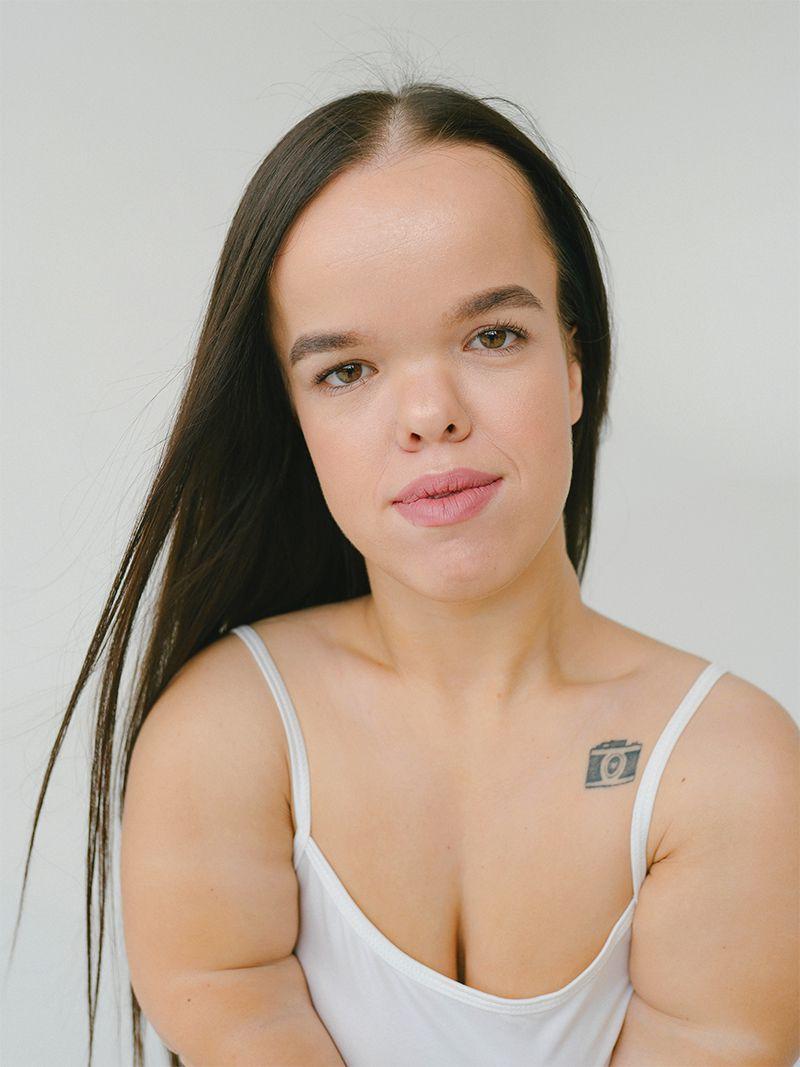 portrait of femme with dwarfism