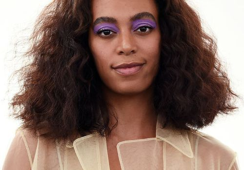 Solange curly natural bob with purple eyeshadow