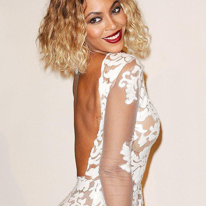 Beyonce 2014 Grammy Awards short blonde hair dark lips