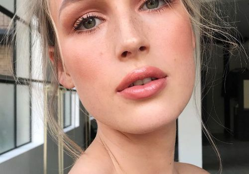 woman with bronzed makeup
