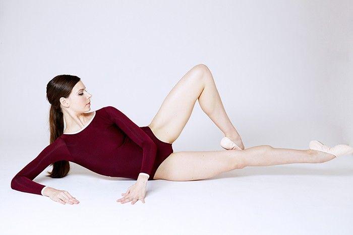 woman doing ballet wsorkout