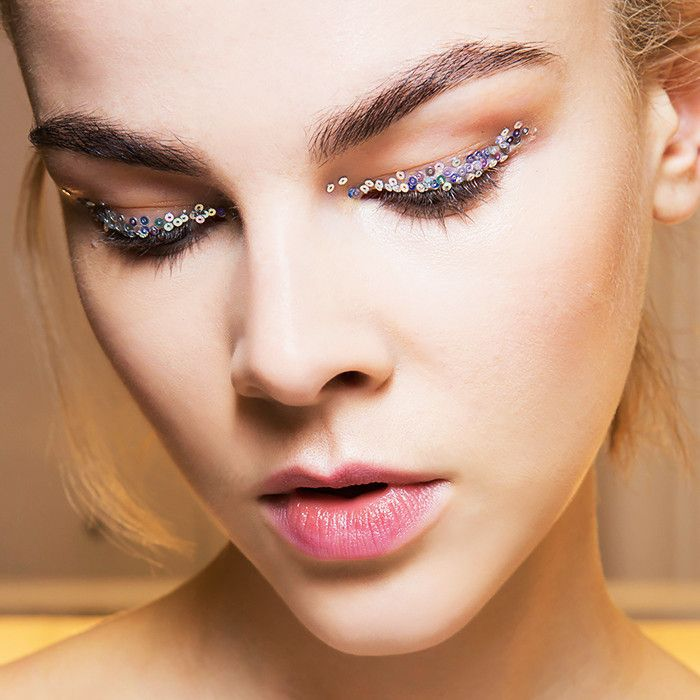 how-to-apply-glitter-eye-shadow