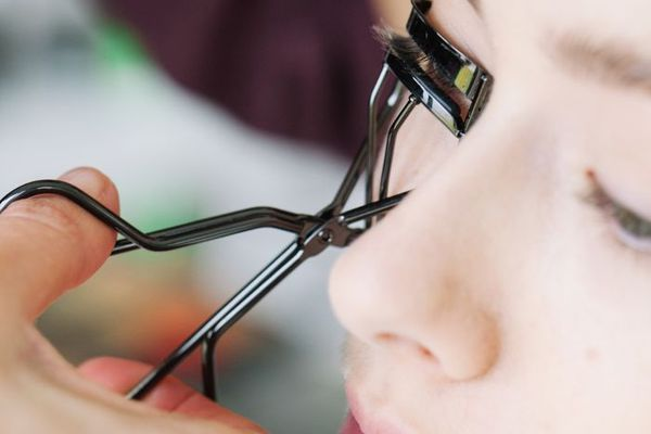Ask a Makeup Artist: What Are the Best Eyelash Curlers?