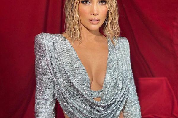 Jennifer Lopez AMAs look