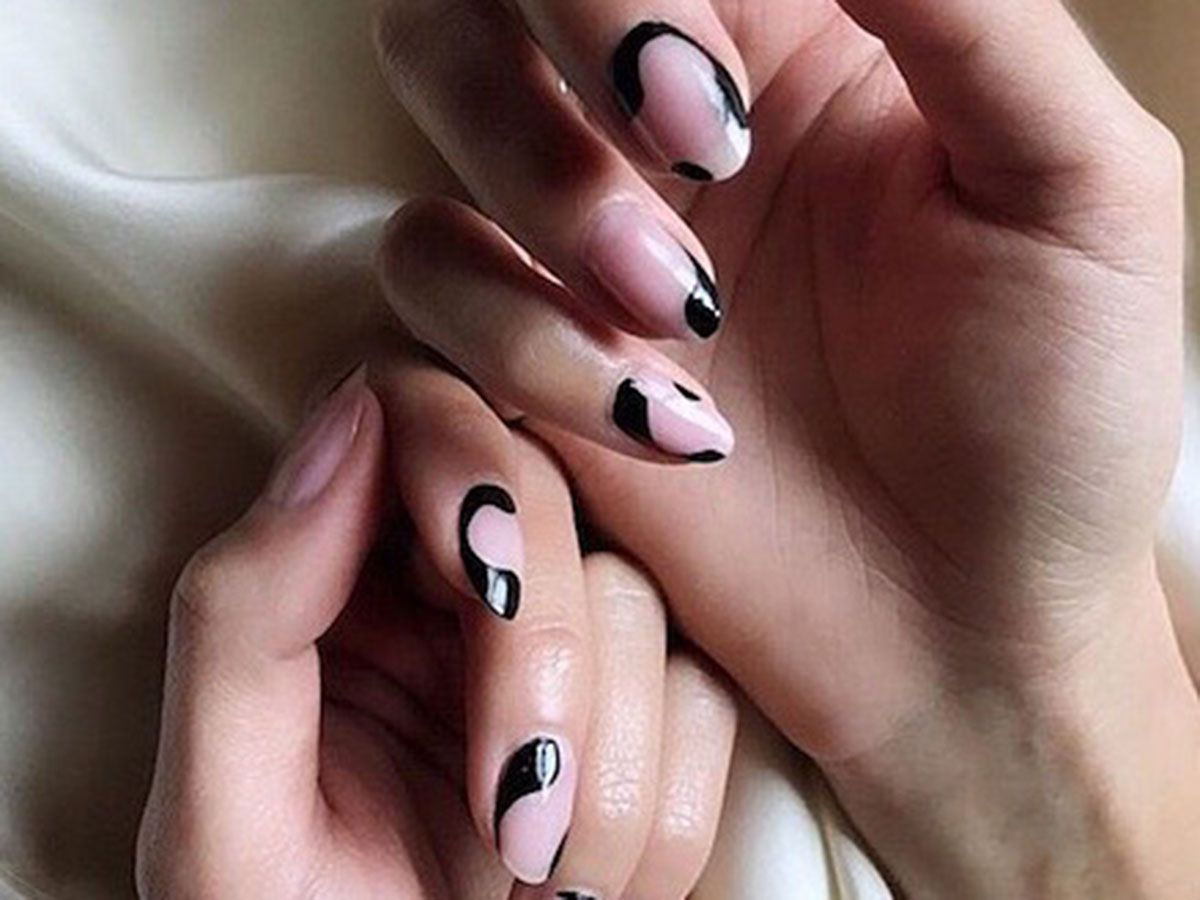 These Spooky Black Tip Nails Will Get You In The Halloween Spirit