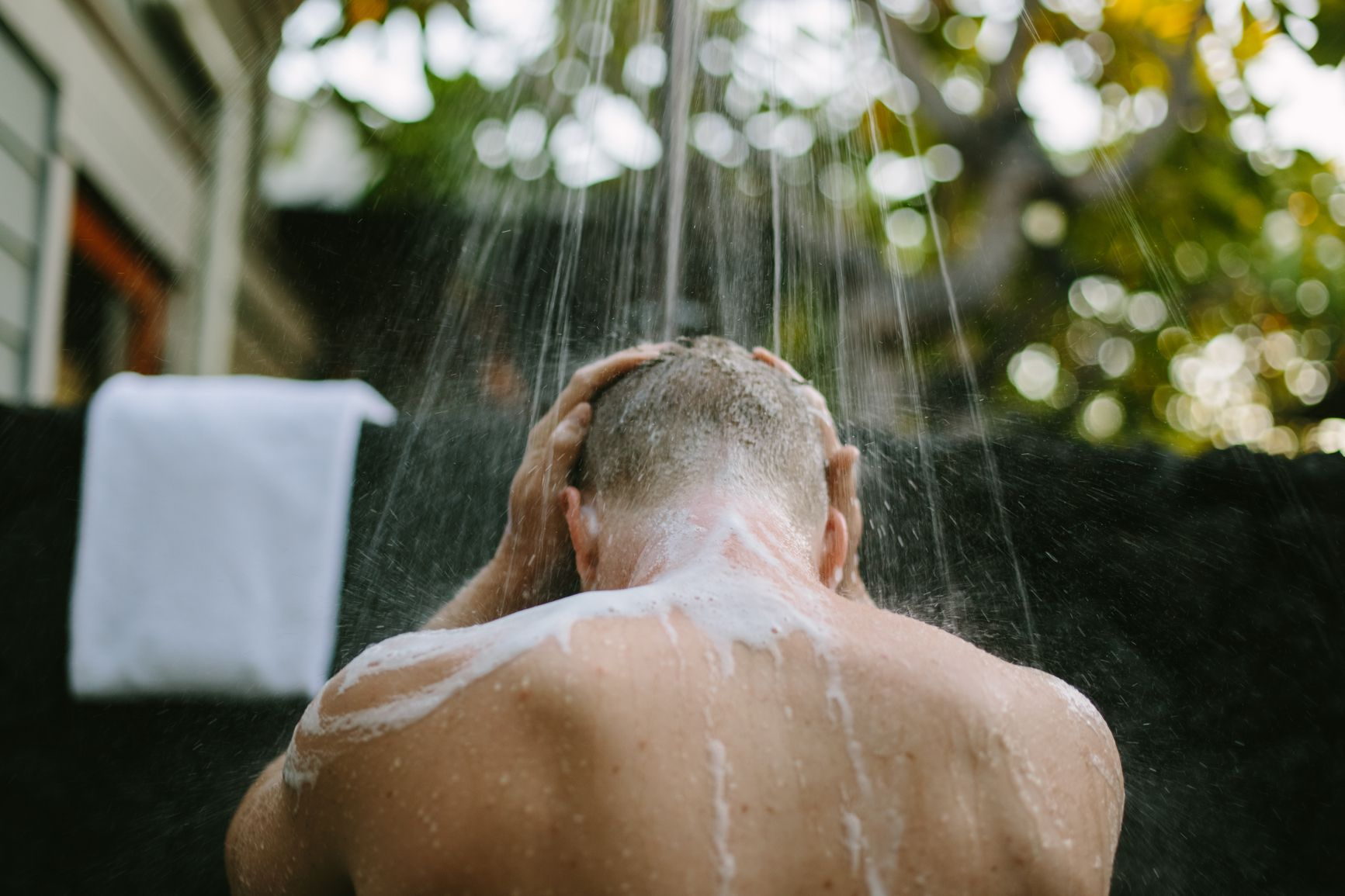 The Best Men's Dandruff Shampoos for a Flake-Free Scalp