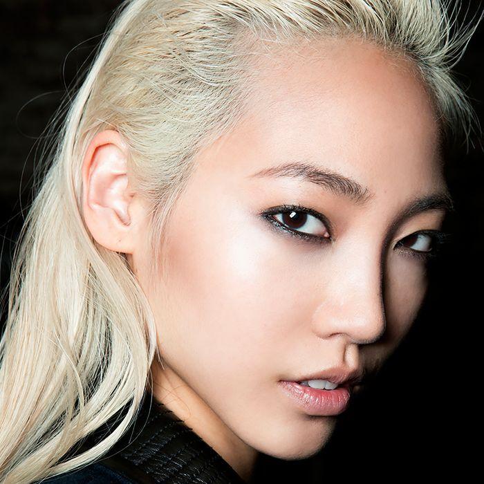 фото азиаток со светлыми волосами что белый
