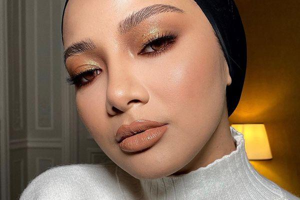 gold eyeshadow