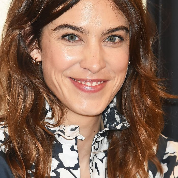 How To Find The Best Part For Your Face Shape 2014: Alexa Chung with middle parting and blouse