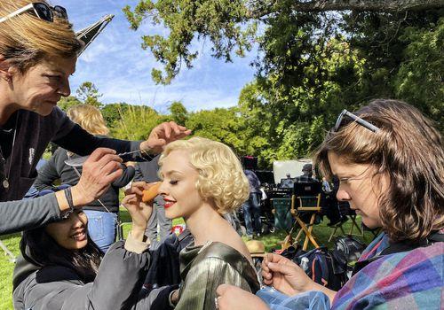 Makeup application on Amanda Seyfried
