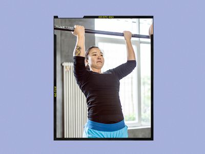 Woman doing a chin-up