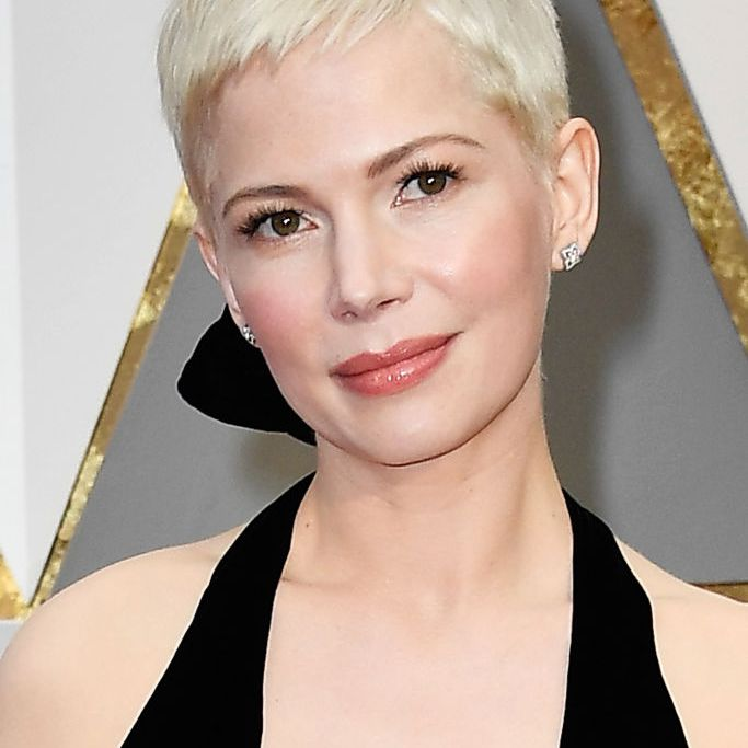 Michelle Williams pixie cut at the 2016 Oscars