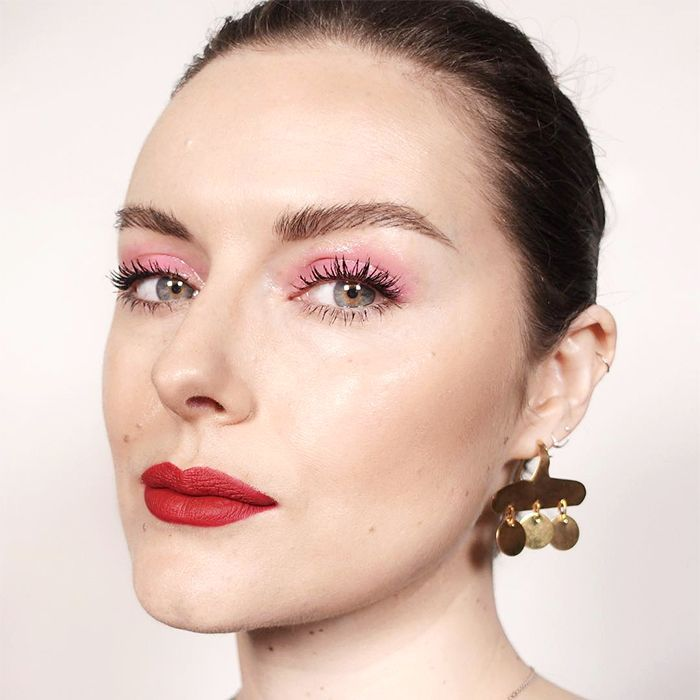 glossy eye - how to apply eyeshadow
