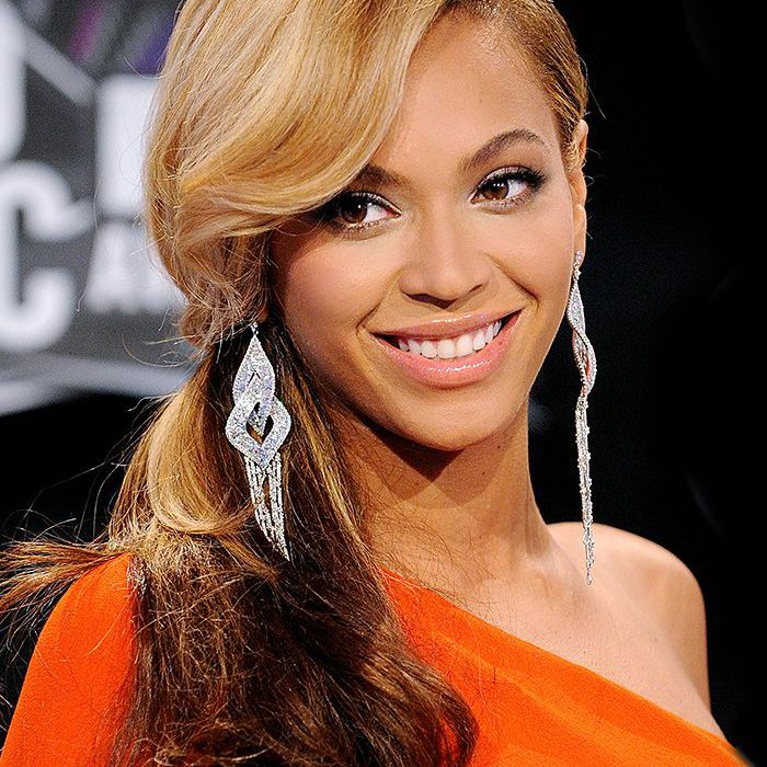 beyonce 2011 MTV Video Music Awards side ponytail