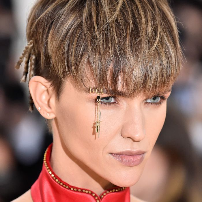 A Pro Guide To Eyebrow Piercings
