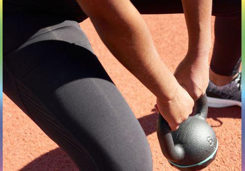 woman lifting kettlebell