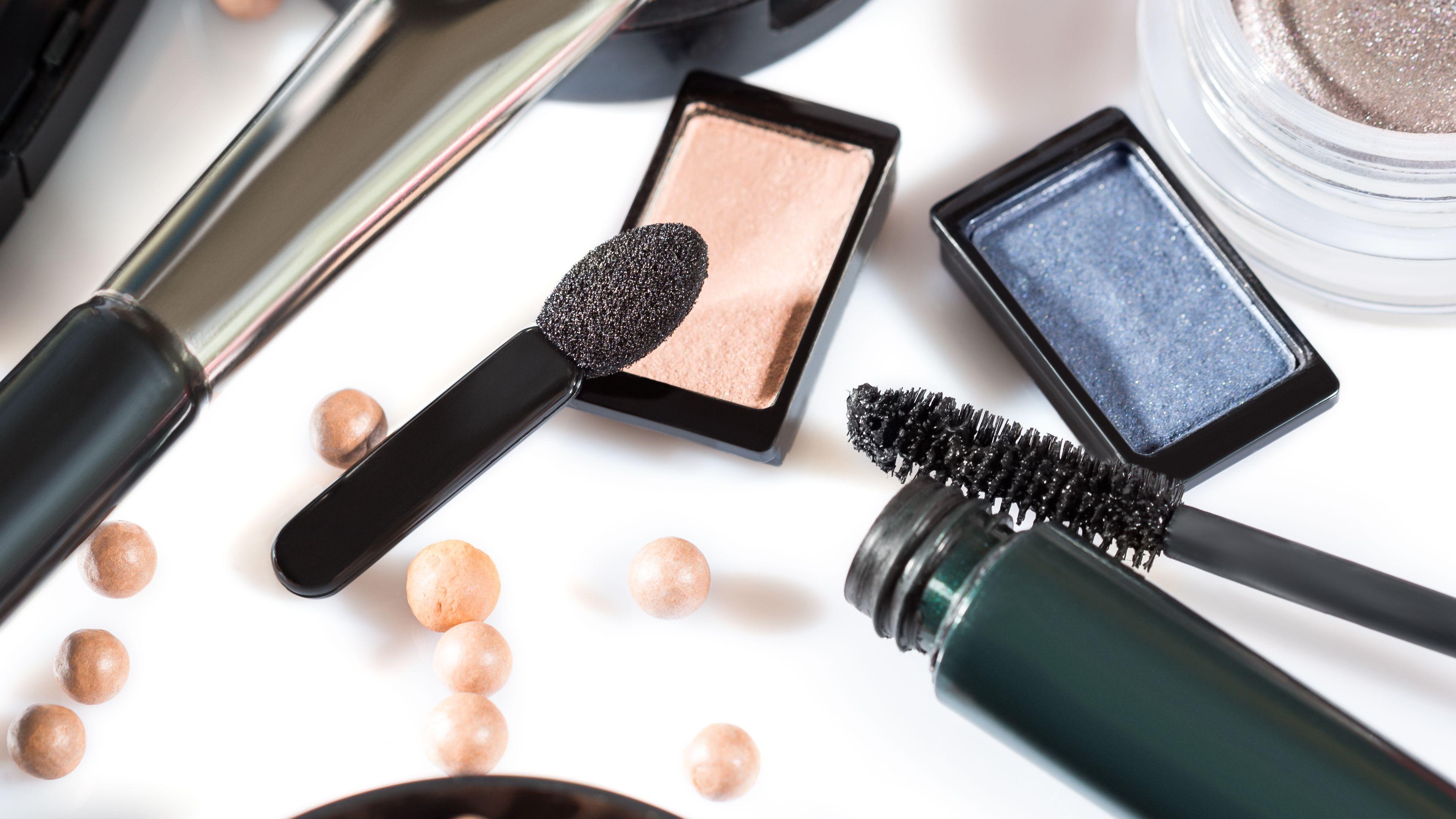The 7 Best Makeup Websites For