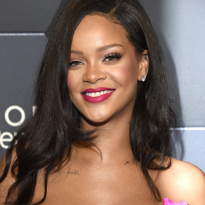 Rihanna long hair with wave and side-part