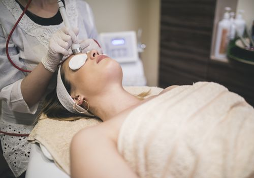 Woman getting an OxyGeneo facial