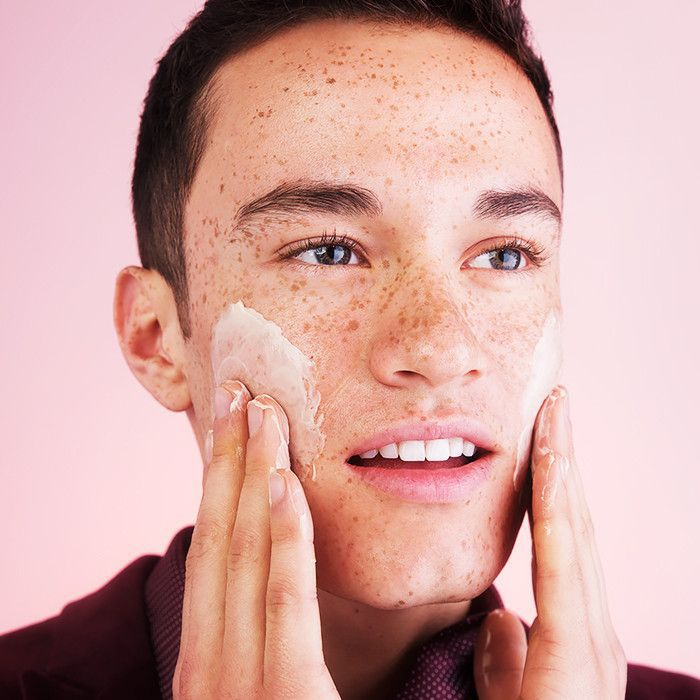 Beauty tips from men: image of man washing his face