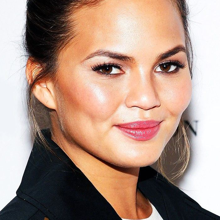 Chrissy Teigen S Makeup Artist Tells Us How To Get Her