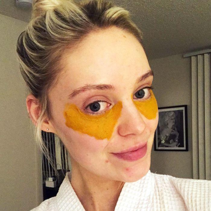 This Viral DIY Turmeric Mask Cured My Under-Eye Circles
