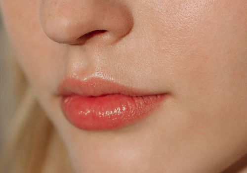 Natural Ways to Plump Lips