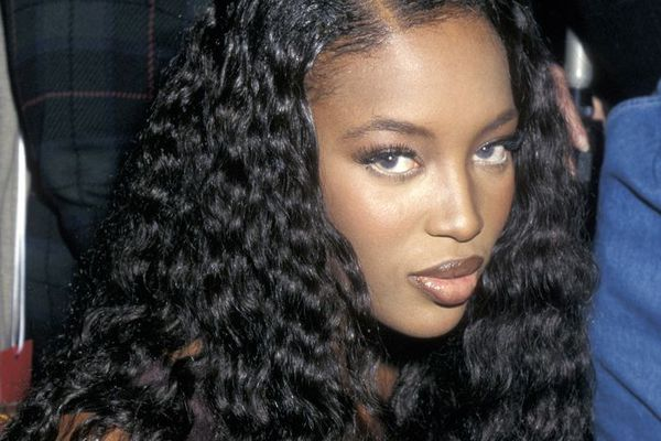 '90s beauty looks: Naomi Campbell with curly hair and glossy lips