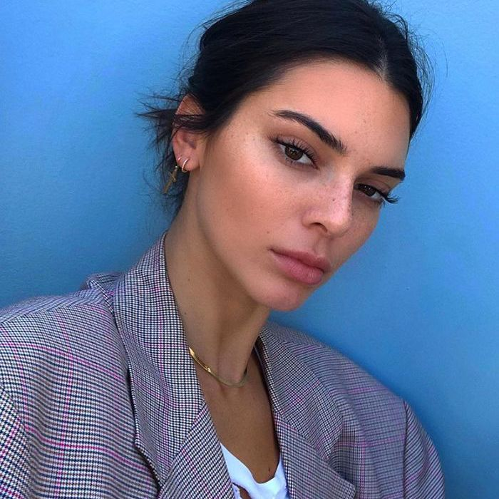 How To Get Perfectly Arched Eyebrows According To Pros