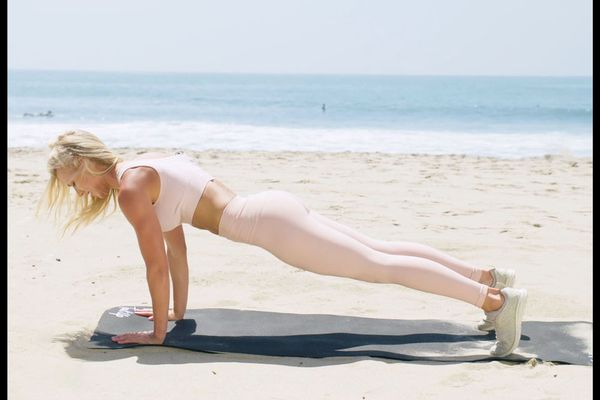 how to perform a plank