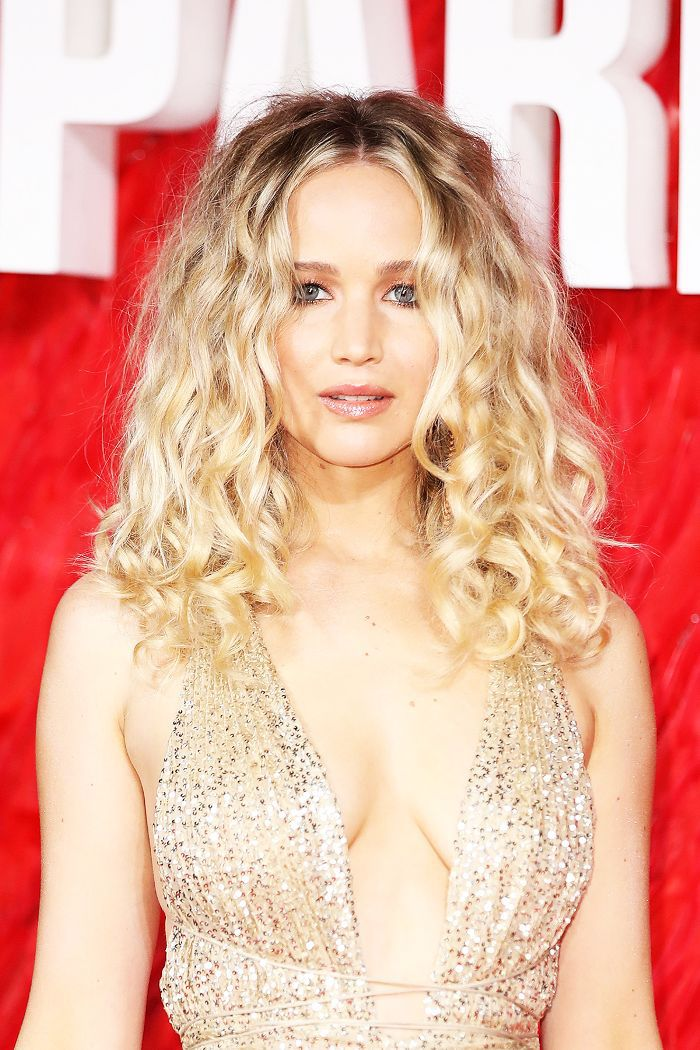 20 Easily Duplicated Hairstyles for Medium-Length Curly Hair